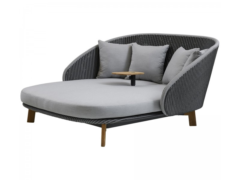 Peacock Daybed - Caneline Outdoor Sofas