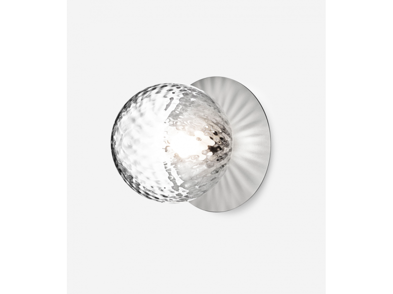 Liila 1 Wall/Ceiling OPTIC Light in Silver or Gold - Nuura Lighting
