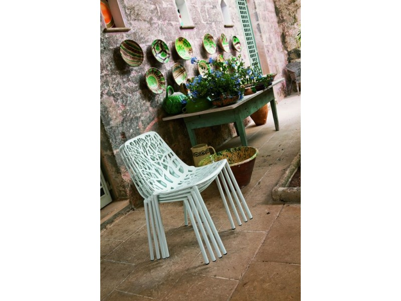 NEW White Tonik Table and 4 x FOREST Chair Setting - Fast Outdoor SALE